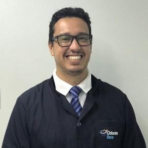 Dr. Marcus Vinícius - dentista, especialista em Implante.