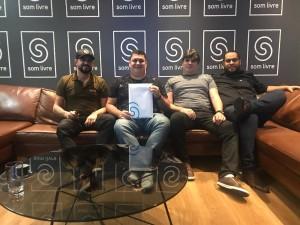 Trio da Huanna assina contrato com a Som Livre